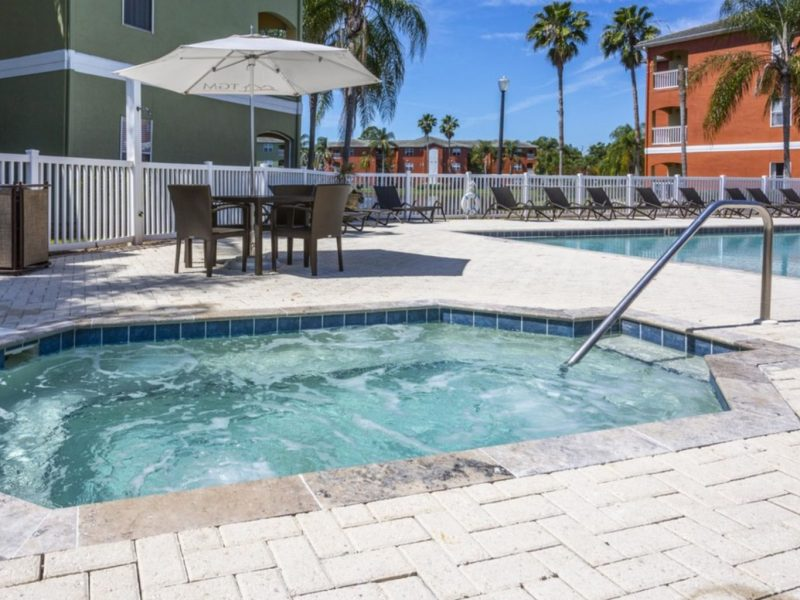 TGM University Park Apartments Whirlpool spa